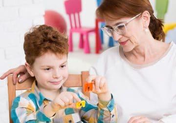 کاربرد بازی درمانی در اختلال کمبود توجه و بیش فعالی