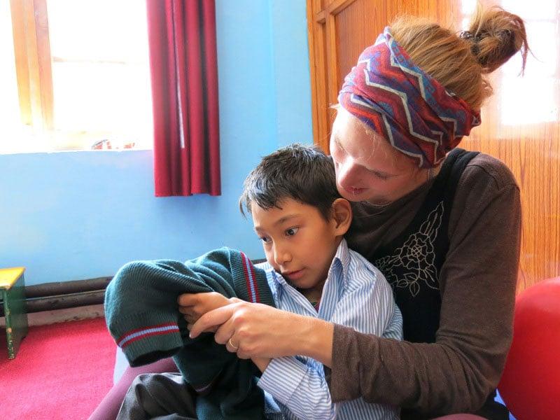 کاربرد بازی درمانی در کودکان ناشنوا و دارای مشکلات جسمانی