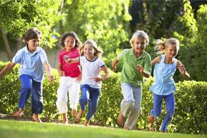 بازی رهبر را دنبال کنید - بازی کودکان زیر شش سال - انواع بازی کودکان