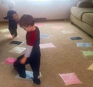 بازی گدازه های آتش روی زمین - بازی کودکان زیر شش سال - انواع بازی کودکان
