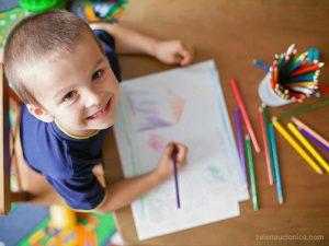 بازی نقاشی - بازی کودکان زیر شش سال - انواع بازی کودکان
